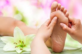 What to expect from reflexology treatment